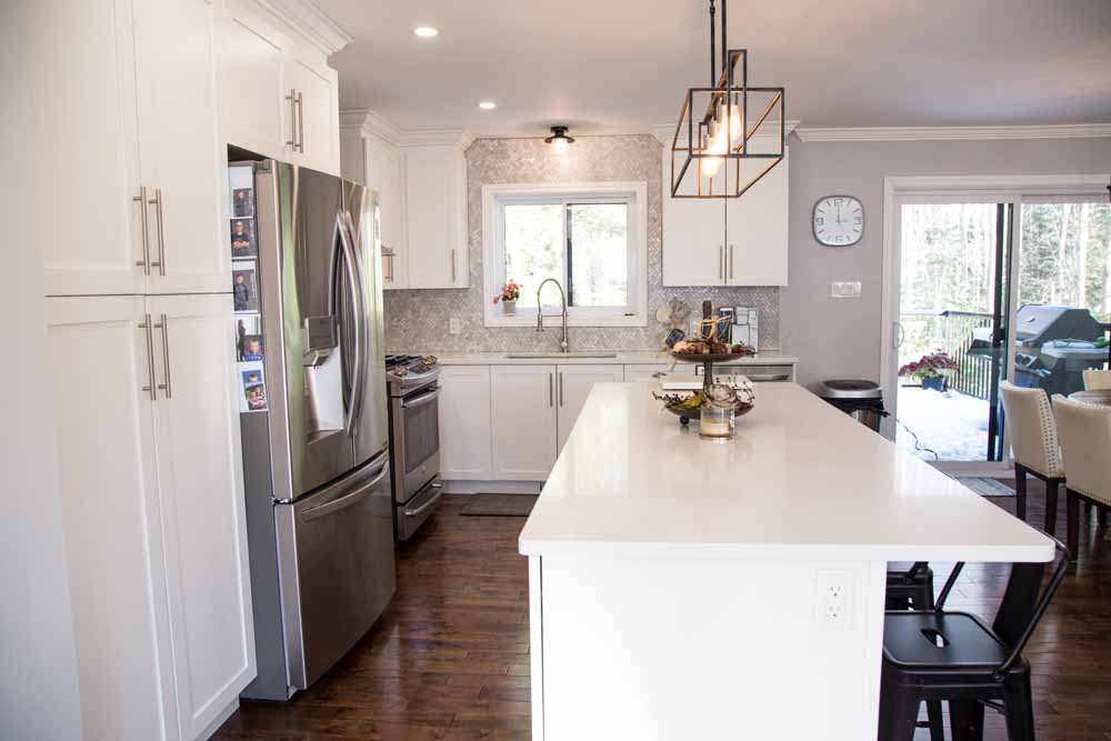 Guildcrest Factory Built Home - White PVC kitchen with crown molding and quartz counters
